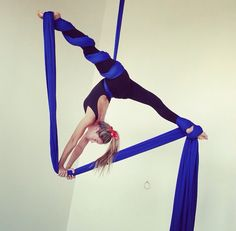 Find tips, inspiration and info for all the beginners, performers and instructors concerning Aerial Arts-Acrobatics & Pole Dance Fitness. Aerial Hammock, Aerial Hoop, Aerial Arts, Aerial Acrobatics, Aerial Dance, Aerial Silks, Pole Dance, Flexibility Dance, Gymnastics Flexibility
