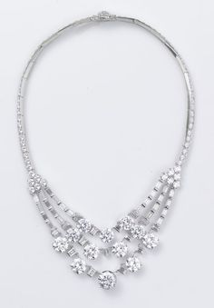 Cartier signe les bijoux du film Princesse Grace d'Olivier Dahan avec Nicole Kidman http://www.vogue.fr/joaillerie/red-carpet/diaporama/cartier-signe-les-bijoux-du-film-princesse-grace-d-olivier-dahan-grace-kelly-nicole-kidman/13244/image/754156