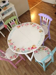 Masa sandalye takimi_table_chair Kitchen Chairs For Sale, Kids Table And Chairs, Kid Table, Cool Chairs, Whimsical Painted Furniture, Painted Chairs, Hand Painted Furniture, Repurposed Furniture, Decoupage Furniture
