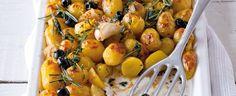 Brambory deset minut vařte v osolené vodě. Sceďte, větší přepulte, dejte do mísy a většinu z nich palcem ruky promáčkněte. Přidejte k nim olivy,... Potato Salad, Potatoes, Vegetables, Ethnic Recipes, Food, Potato, Essen, Vegetable Recipes, Meals
