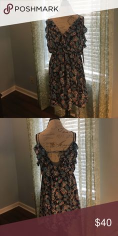 Casual Juniors Dress Casual Floral Cinched waist with back strap. 100% polyester. Some damage (pictured) Emerald Sundae Dresses