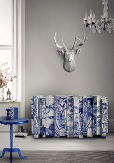A kind of natural design is what you can see in this amazing sideboard perfecto to store your books and magazines. The handmade furniture pieces in this room all resonate the incredible detail of a deer head placed above the sideboard. The color and pattern of it reminds our Portuguese streets @bocadolobo
