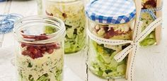 Overnight salad with coconut oil mayo This LCHF salad will rock your world. Banting, Lchf, Healthy Salads, Healthy Eating, Salad Recipes, Coconut Oil, Mason Jars, Low Carb, Meals
