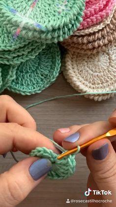 Easy Crochet Stitches, Crochet Bag Tutorials, Diy Crochet Projects, Crochet Stitches For Beginners, Crochet Instructions, Crochet Videos, Crochet Basics, Crochet Crafts, Crochet Doilies
