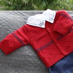 O conjunto vermelho e azul de losangos é ou não é um charme a parte? #maternidade #bebes #itsaboy #meninos #enxovaldebebe