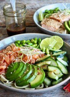 Teriyaki-nudler med laks (rå eller stekt) Cheddar, Recipes From Heaven, Edamame, I Love Food, Cobb Salad, Green Beans, Cucumber, Salmon, Food Dinners