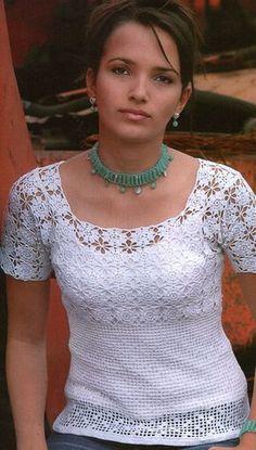blusa branca com aplicações