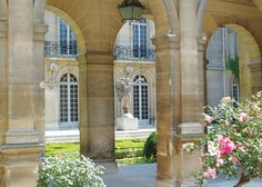 Visiter Le Marais : entre cours, jardins et hôtels particuliers. – Mes Sorties Culture – Balades Avec 2 Ailes