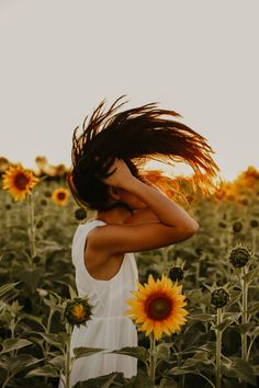 Cute Kids Photography, Portrait Photography Poses, Outdoor Photography, Photography Photos, Pictures With Sunflowers, Sunflower Field Pictures, Sunflower Field Photography, Rauch Fotografie, Hair Flip