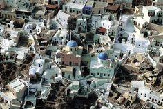 YannArthusBertrand2.org - Fond d écran gratuit à télécharger || Download free wallpaper - Village à la pointe nord de Santorin, Cyclades, Grèce (36°28' N – 25°22' E).