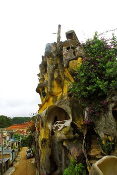 Crazy House in Dalat. Hobbit Houses, House On The Rock, Vietnam Travel, Mount Rushmore, Cave, Vietnam Destinations, Caves