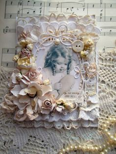 Touching tenderness: Looks in the mirror girly . Vintage Crafts, Vintage Shabby Chic, Mixed Media Scrapbooking, Shabby Chic Cards, Fabric Journals, Artist Trading Cards, Pretty Cards, Card Maker, Flower Cards