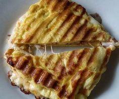 Todas as Fases Atkins     Ingredientes:     2 ovos   1 colher de sopa de manteiga derretida   1 colher de sopa de queijo ralado   1 P...