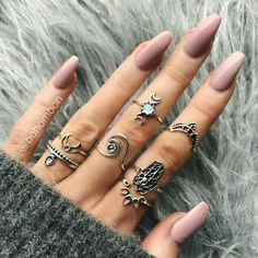 Shared by Anna Clara. Find images and videos about fashion, style and nails on We Heart It - the app to get lost in what you love. Nail Jewelry, Cute Jewelry, Jewellery, Cute Nails, Pretty Nails, Acryl Nails, Nail Ring, Nose Hoop, Nail Accessories