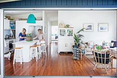 See how this red-brick home on Sydney's Northern Beaches underwent an extension and renovation to become a large family beach house. Beach Chic Decor, Chic Beach House, Beach House Decor, Home Decor, Fresco, Bungalow Renovation, Open Plan Kitchen, Kitchen Dining, Open Plan Living
