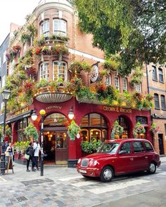 This is a gorgeous capture of Covent Garden. It's such a vibrant and cheerful picture and the red taxi complements this… The Places Youll Go, Places To Go, British Pub, London Pubs, Travel Aesthetic, London Travel, London England, Places To Travel, Travel Destinations