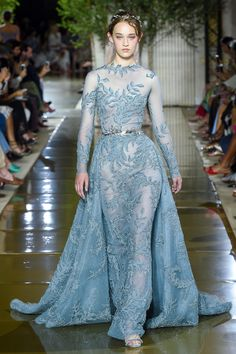 The complete Zuhair Murad Fall 2017 Couture fashion show now on Vogue Runway. Couture Mode, Style Couture, Couture Fashion, Zuhair Murad, Fashion Week, Fashion Show, Fashion Design, Beautiful Gowns, Beautiful Outfits