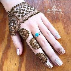 easy and simple backhand mehndi designs - Mehinde - Hand Henna Designs Back Hand Mehndi Designs, Finger Henna Designs, Indian Mehndi Designs, Mehndi Designs 2018, Modern Mehndi Designs, Mehndi Designs For Girls, Mehndi Design Images, Wedding Mehndi Designs, Mehndi Designs For Fingers