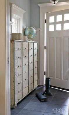 This came from entry ideas shown in Atlanta Homes & Lifestyles magazine shown by The Inspired Room. I would LOVE the multidrawer chest for my craft room. Small Entryways, Small Hallways, Small Rooms, Small Spaces, Coastal Entryway, Coastal Decor, Coastal Rugs, Coastal Farmhouse, Modern Coastal
