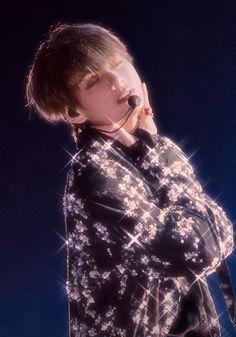 bts, v, and taehyung image Bts Taehyung, Namjoon, Bts Jungkook, Hoseok, Foto Bts, Taekook, Vkook Memes, Bts Pictures, Photos