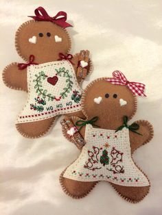 My Project ginger bread Gingerbread Crafts, Gingerbread Decorations, Christmas Gingerbread, Christmas Wood, Christmas Gifts To Make, Felt Christmas Ornaments, Christmas Sewing, Felt Crafts, Christmas Crafts