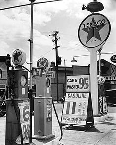 Texaco Station, Tremont Avenue and Dock Street, Bronx, New York, 1936 by Berenice Abbott Old Gas Pumps, Vintage Gas Pumps, Vw Vintage, Vintage Images, Vintage Stores, Vintage Pictures, Vintage Signs, Vintage Stuff, Vintage Items