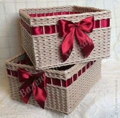 23 Clever DIY Christmas Decoration Ideas By Crafty Panda Diy Home Crafts, Easy Home Decor, Easy Crafts, Recycled Paper Crafts, Newspaper Crafts, Diy Christmas Lights, Crafts For Teens To Make, Paper Weaving, Paper Basket