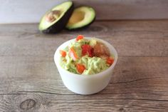 Guacamole geht nicht nur einfach, sondern schmeckt auch super lecker!Ich habe Avocado bis dato nie wirklich gerne gegessen. Mittlerweile hat sich das allerdings etwas geändert. Irgendwie gewöhnt man sich an den Geschmack. Pur anfangs schon eine Gewöhnungssache. In Form meiner Avocadocreme, schmeckt es jedoch einfach nur unglaublichgut! Wir machen die Avocadocreme gerne für unsere Grillabende, da sie nicht nur auf einem Baguette schmeckt, sondern auch der perfekte Dip für Pommes oder…