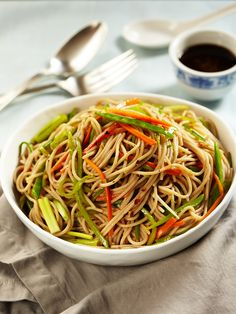 Ponzu Noodle Sauce - green onions, cilantro, ponzu sauce, and crushed red pepper flakes Plant Based Eating, Plant Based Diet, Plant Based Recipes, Asian Recipes, Whole Food Recipes, Cooking Recipes, Ethnic Recipes, Dinner Recipes, Ponzu Sauce Recipe
