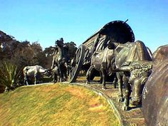 Monumento a la Carreta, obra del escultor uruguayo José Belloni