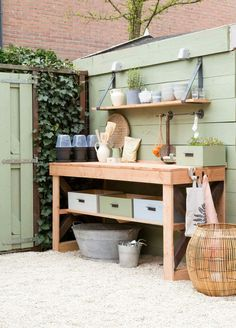 Outdoor kitchen inspiration by @vtwonen #buitenkeuken #garden #gardeninspiration #tuin #tuininspiratie