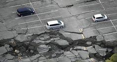 지진으로 부서진 구마모토의 도로 - 사진 출처 : 재팬 타임즈
