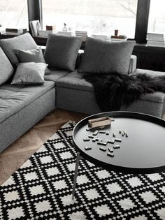 Adaptable coffee table / Table basse adaptable by BoConcept | More photos http://petitlien.fr/boconcept