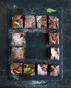 Čokoládové brownie s malinami