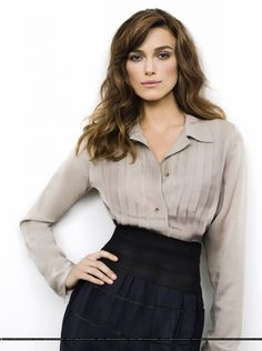keira knightley I love everything about this photo, the outfit, the composition, simple look, classy, perfect facial, nice makeup, not overdone..