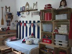 V dětském pokoji zavládly námořnické barvy.