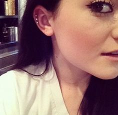 Kylie Jenner has the cutest cartilage piercings ever /// Cool Ear Piercings, Ear Peircings, Multiple Ear Piercings, Piercing Tattoo, Body Piercing, Kylie Jenner Piercings, Triple Cartilage Piercing, Cartilage Piercings, Cartilage Earrings
