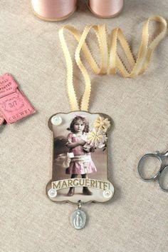 Antique thread card pendant