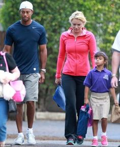 Tiger Woods and new girlfriend Lindsey Vonn play happy families as they drop his children off at school  287x350 photo