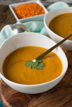 Rote Linsen Suppe mit Paprika, Kokosmilch und roten Linsen
