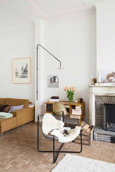 the shutterbugs: frederik vercruysse / sfgirlbybay. That lamp. Living Room Inspiration, Interior Inspiration, Home Living Room, Living Spaces, Interior Decorating, Interior Design, Deco Design, Interior Architecture, Home Accessories