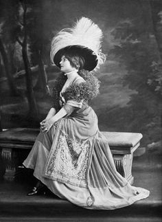 Afternoon dress by Drecoll, photo by Reutlinger, Les Modes September 1908.