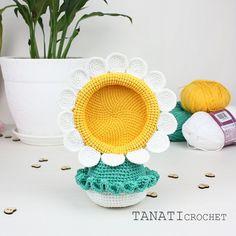 Photo frame Camomile. I wanted a crochet, something spring. PhotoFrame Chamomile still in the making. But soon the pattern will be available. #amigurumi #crochet #crocheted #crocheting #crochetlove #crochetaddict #crochetersofinstagram #toy #toys #handmade #handmadebyme #handmadewithlove #yarn #амигуруми #вязание #cute #adorable #örgü #ganchillo #virka #crochetdoll #amigurumipattern #etsy #etsyAU #freecrochetpattern #amiguru_mi #crochetflower #tanaticrochet #weamiguru