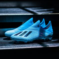 Designed to help players stand out from the crowd the Hard Wired Pack sees Predator, Nemeziz, X and COPA each given vibrant coats of colour to kick-off the season in statement style, as adidas go bold from the very first whistle. Cool Football Boots, Soccer Boots, Football Shoes, Adidas Football, Men's Football, Football Cleats, Messi Soccer, Nike Soccer, Jouer Au Foot