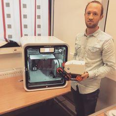 UiS studenten Rein Åsmund Torsvik er en av de som benytter seg av 3D scanner og printer på biblioteket! Har du også lyst til å benytte deg av denne ta kontakt med med de ansatte på biblioteket #uis #stavanger #stavangerstudent #rogaland #norway #campus #biblioteket #3dprinting #cubepro #studies by unistavanger