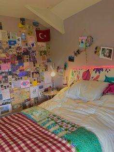 Indie Bedroom, Indie Room Decor, Teen Room Decor, Aesthetic Room Decor, Chill Room, Cozy Room, Room Design Bedroom, Room Ideas Bedroom, Pinterest Room Decor
