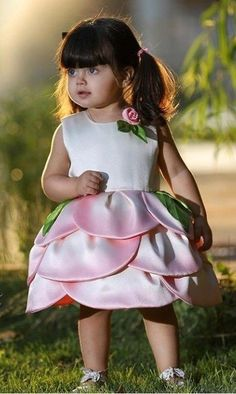 Baby Girl Frocks, Baby Girl Party Dresses, Frocks For Girls, Little Girl Dresses, Baby Outfits, Girls Frock Design, Baby Dress Design, Kids Dress Wear, Kids Gown