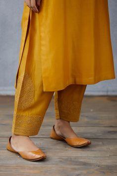 Pakistani Dresses Casual, Pakistani Dress Design, Pakistani Suits, Punjabi Suits, Casual Dresses, Indian Dress Up, Indian Wear, Kurti Designs Party Wear, Kurta Designs