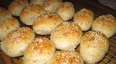 Flerkornsrundstykker med Cottage cheese Cottage Cheese, Hamburger, Good Food, Bread, Hamburgers, Clean Eating Foods, Bakeries, Breads, Loose Meat Sandwiches