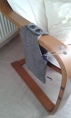 Sac à pelote ! Super pour éviter que la pelote ne tombe ou que les poils de chats ne s'accumulent. Image partagée par Marion sur la page Facebook Salon du Tricot Yarn Crafts, Fabric Crafts, Sewing Crafts, Knitting Projects, Sewing Projects, Yarn Bag, Craft Bags, Sewing Accessories, Knitted Bags
